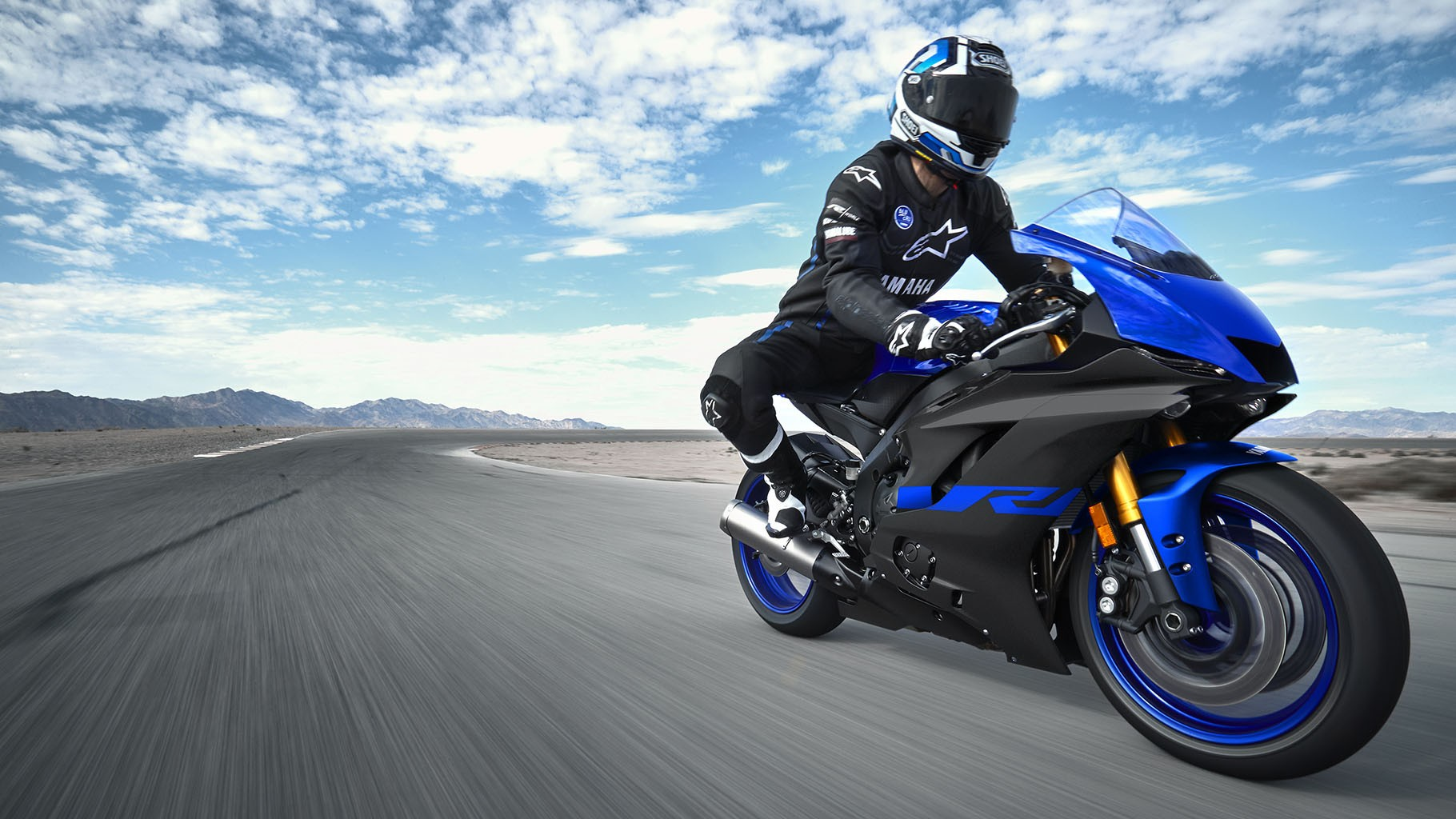 yzf-r6-team-yamaha-blue-action-02_wc7j