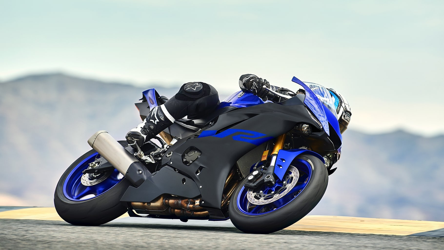 yzf-r6-team-yamaha-blue-action-06_ssnv