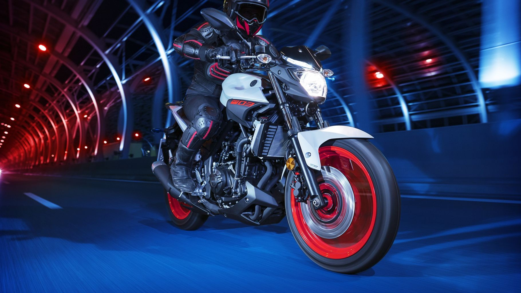 2018-yamaha-mt-03-eu-night-fluo-static-09_5bzQ