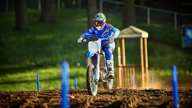 2018-Yamaha-YZ250F-EU-Racing-Blue-Action-006.jpg