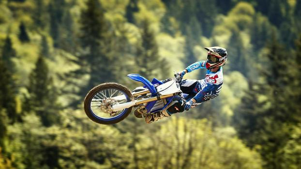 2018-Yamaha-YZ125-EU-Racing-Blue-Action-004.jpg
