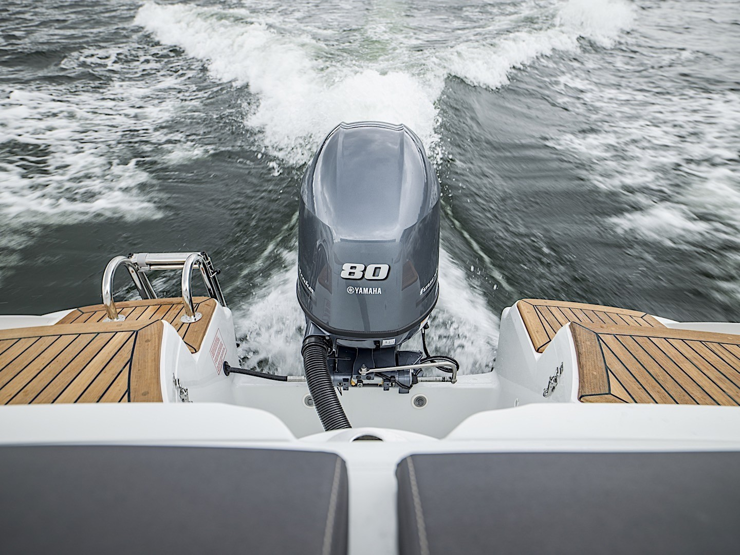 yamaha-reveals-new-more-powerful-f80-boat-engine_11
